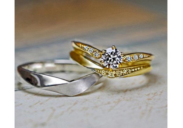 指にとまったカナリアがモチーフのゴールドの婚約指輪オーダーメイド作品