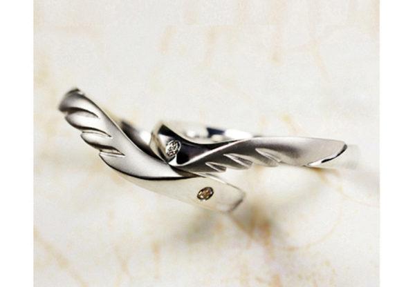 天使の羽をペアデザインしたオーダーメイドの結婚指輪