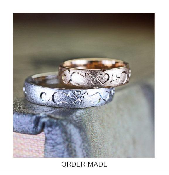 【ネコの模様】がピンクゴールド&ホワイトの結婚指輪に入った作品