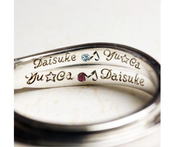 【結婚指輪の内側】に筆記体名と音符の誕生石を入れたオーダー作品