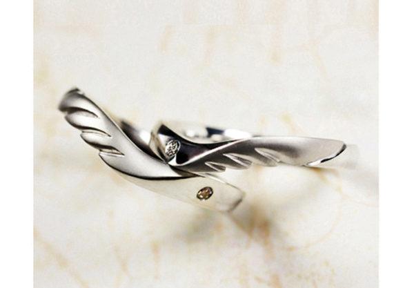 結婚指輪にピンク&ブルーダイヤが入った【天使の羽】のオーダー作品