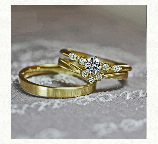 アンティークなゴールドの結婚指輪と婚約指輪の3本セットリング・オルゴール 千葉・柏 ヨーアンドマーレ
