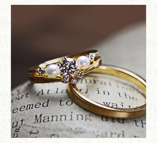 ダイヤモンドと真珠が寄り添う アンティークなゴールドの婚約指輪と結婚指輪の3本セットリング 千葉・柏 ヨーアンドマーレ