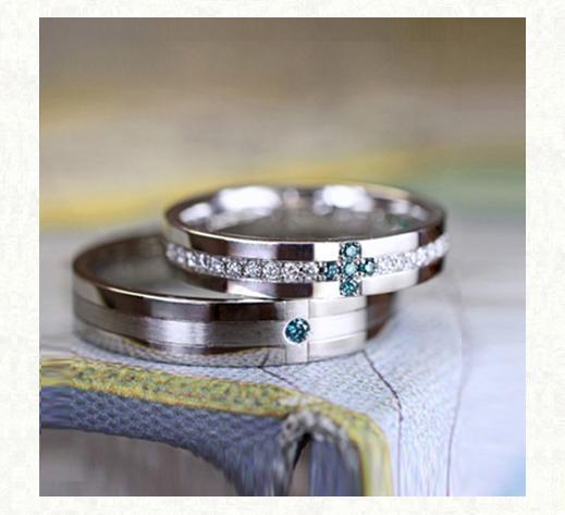 ブルーダイヤでクロスを作ったダイヤモンドの結婚指輪