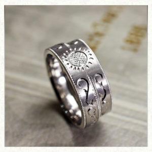 2本重ねてヒマワリと太陽をつくる結婚指輪