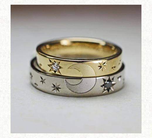 2本重ねて月をつくるゴールドの結婚指輪