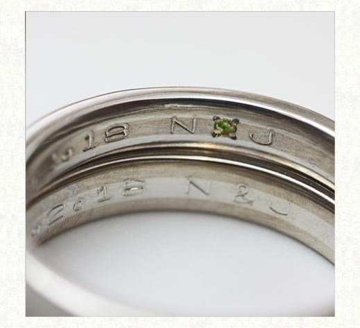 白とグレーのモノトーンデザインの結婚指輪 リングの内側デザイン 千葉・柏 ヨー&マーレ