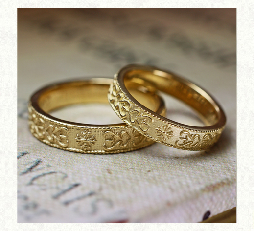 アート【模様】をゴールドの結婚指輪に浮柄デザインしたオーダー作品 1