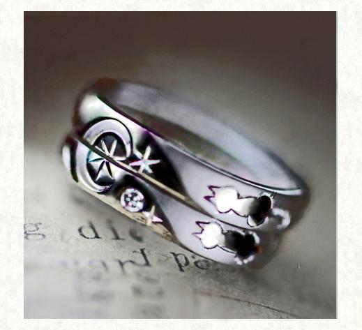 2本の結婚指輪に夜空の月が浮かぶ ネコのカップルのリング 1・千葉・柏 ヨー&マーレ