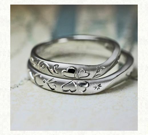 スイングしたクローバーを 2本重ねてつくる結婚指輪2 千葉・柏 ヨーアンドマーレ
