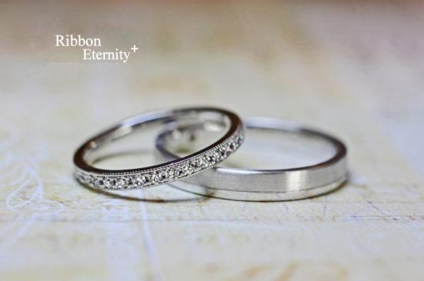ダイヤモンドが並んだ エタ二ティの結婚指輪