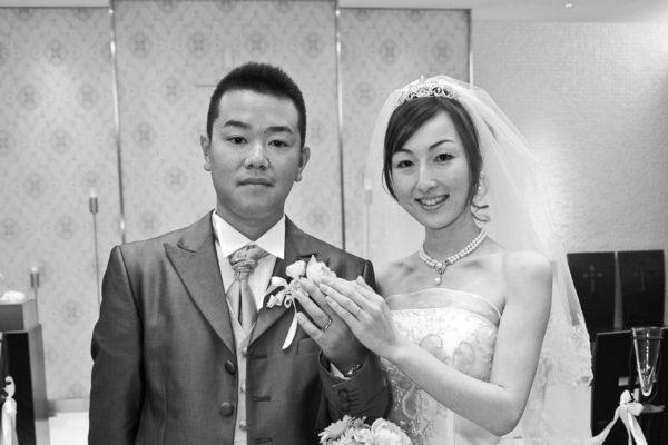 馬が繋いだ二人の結婚式にホースリングの結婚指輪をして S様・千葉 柏