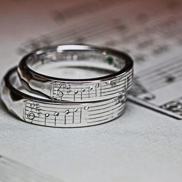 【薬指の楽譜】結婚指輪に2人だけに聴こえる音を刻んだオーダー作品