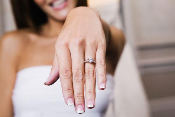 婚約指輪をオーダーメイドするために、彼女のライフスタイルを考える