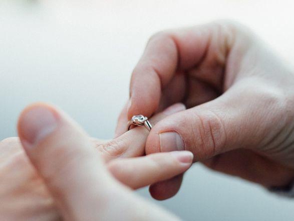大切な女性のためにオーダーメイドの婚約指輪でプロポーズを!