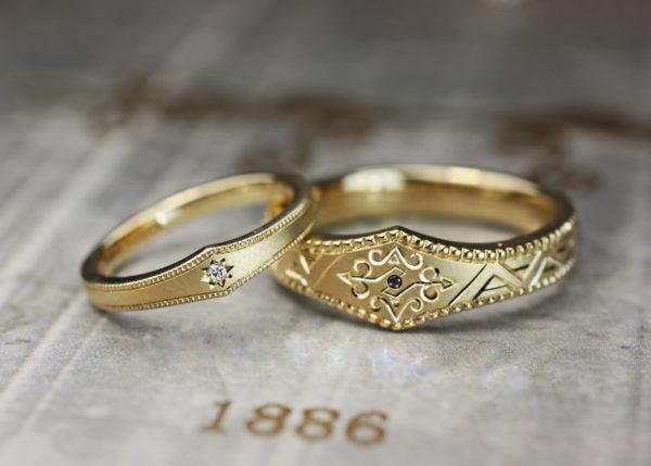 ヴィンテージデザインのゴールドの結婚指輪