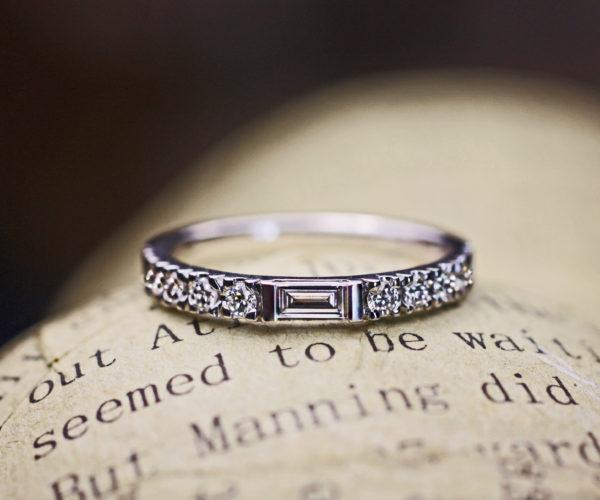 長方形と丸いダイヤをオシャレにセットした結婚指輪オーダー作品