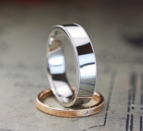 幅広のメンズプラチナと細いレディスピンクのオーダーメイド結婚指輪