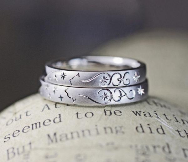 ネコのシッポで二人のイニシャルを描いたオーダーメイド結婚指輪