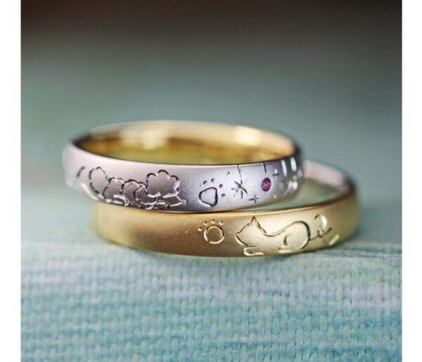 【ゴールドにネコ&プラチナにプードルの模様】を描いた結婚指輪作品
