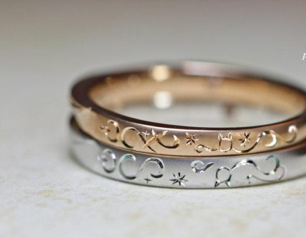 ピンク&ホワイトゴールドの結婚指輪にイニシャル&ネコを入れたオーダーデザイン