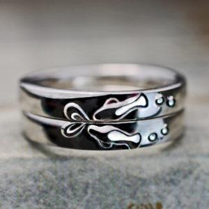 マナティのカップルが泳ぐ個性派の結婚指輪オーダーメイド作品