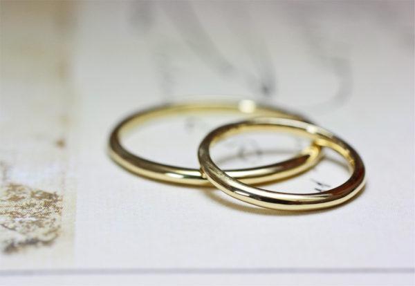 シンプルなゴールドの結婚指輪をオーダーメイド