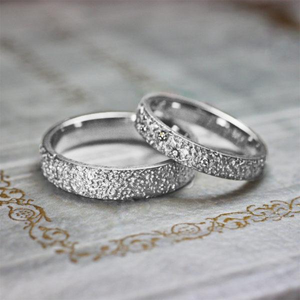 キラキラ光るレモンシュガーの ゴールドの結婚指輪をプラチナにした時のデザイン画像