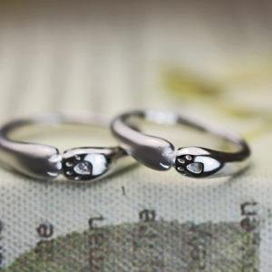 【ネコの手】がハグするデザインの結婚指輪オーダー作品