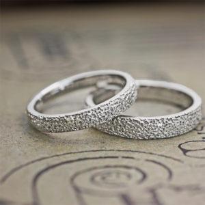 キラキラのシュガーテクスチャーを結婚指輪の表面にオーダーメイド