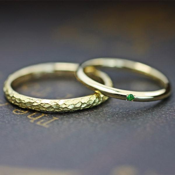 シンプルゴールドとテクスチャーゴールドのペア結婚指輪オーダー