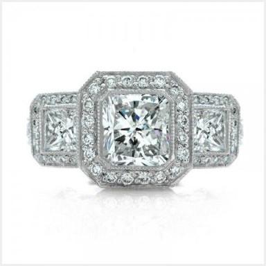 Pt950.ラディアントカットダイヤのスクエアデザインの 婚約指輪