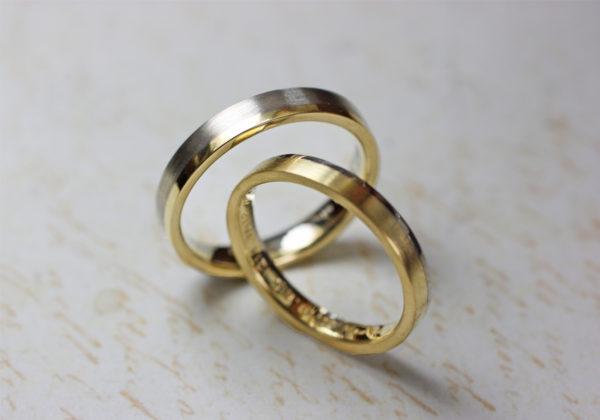 ゴールドとプラチナを2対1で組み合わせたコンビカラーの結婚指輪
