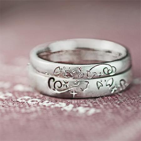 ねことサクラの花びら模様を結婚指輪にデザインしたオーダーメイドリングオーダーリング