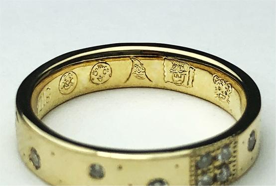 結婚記念指輪にブーケとダイヤと子供の人気キャラをオーダーメイド。内側