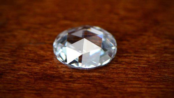 このローズカットダイヤモンドはどれとも異なる全く新しいものです。