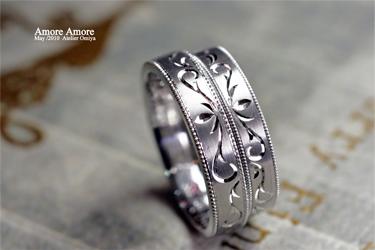 唐草模様の結婚指輪を重ねて2つのハートをつくったオーダーメイドリング