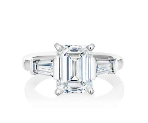 長方形のダイヤモンドは大きく見えます