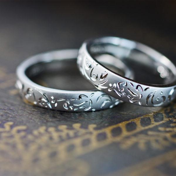 カエルのトライバル柄を結婚指輪に一周デザインしたオーダーリング