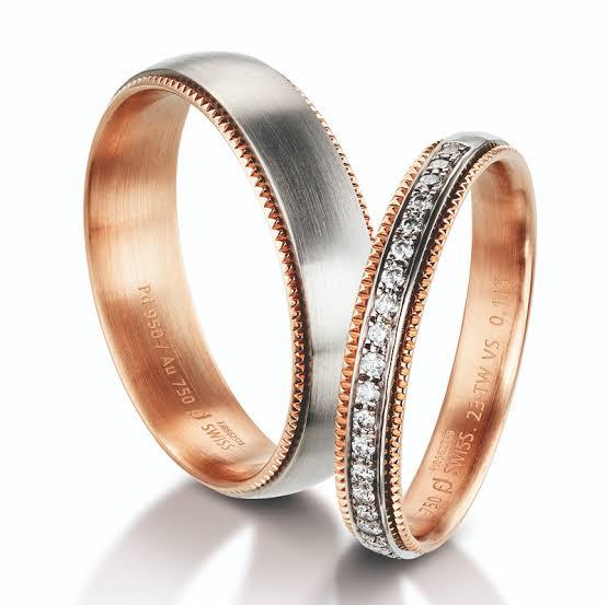 ある宝石店で既製品として 販売されている結婚指輪のペアです。レディスリング ¥ 258.000     メンズリング ¥ 110.000