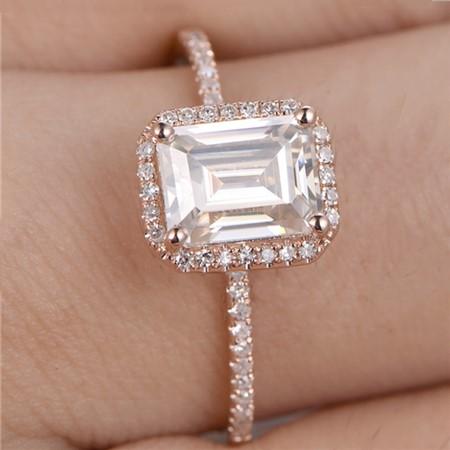 モアッサナイトの婚約指輪