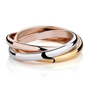 ロシアで人気の三連リングの結婚指輪