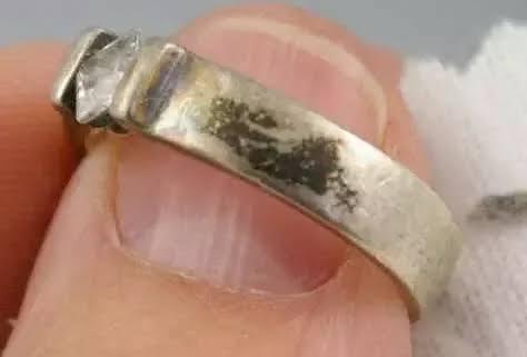 表面が硫化してくすんだジルバーのリング