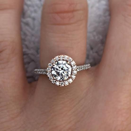 時を越えて人気の婚約指輪定番デザインをオーダーメイドに生かす