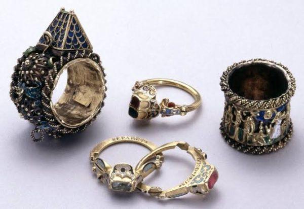 そもそもふたりを繋ぐペアリングとして結婚指輪はどこから来たの?