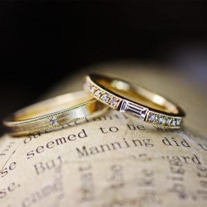 長方形ダイヤと【ゴールドエタニティ】の細いオーダー結婚指輪