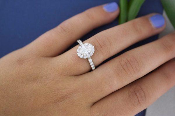 婚約指輪.エンゲージリングとは何ですか?