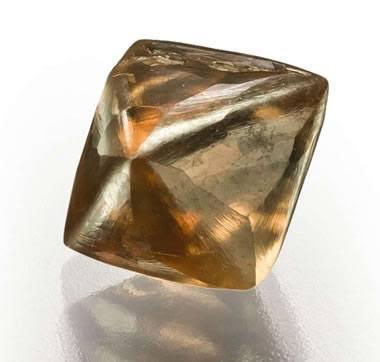 天然のブラウンダイヤモンドの原石