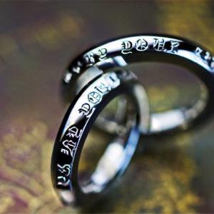 結婚指輪をクロムハーツ風の模様でオーダーしたプラチナ1000リング