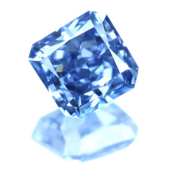 濃い青色と高い色強度を持つインテンスブルーダイヤモンド